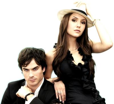 Nina Dobrev et Ian Somerhalder dans vampire diaries Ian-Somerhalder-and-Nina-Dobrev-psd53814
